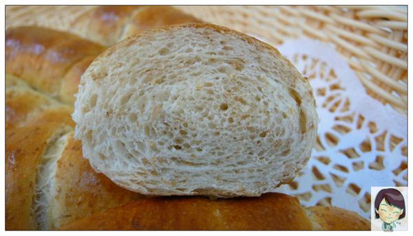 98.05.10黃金全麥餐包(剖面)