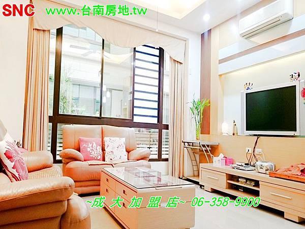 1寬敞明亮的客廳