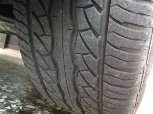使用2年的前輪馬吉斯輪胎,沒吃胎也幾乎沒磨損.jpg