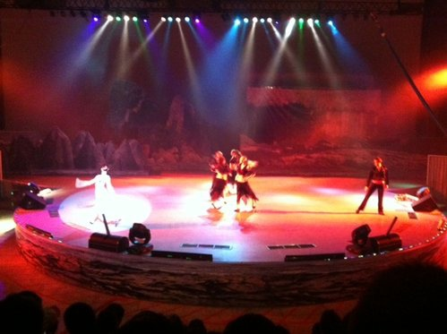 劍湖山299元火鍋所附贈的俄羅斯特技歌舞秀.jpg