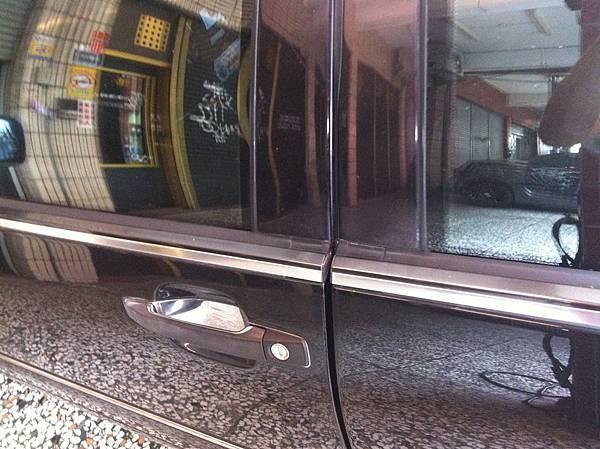 四門車窗防水膠條的完整性