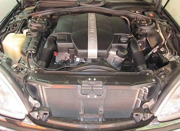 W220 S320引擎室