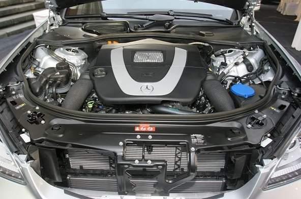 W221 S350引擎室