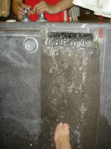 泡溫泉的腳