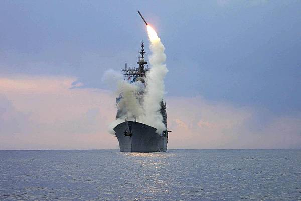 USS_Cape_St__George_(CG_71)_fires_a_tomahawk_missile_in_support_of_OIF