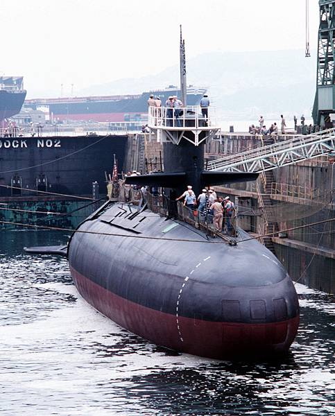 USS_Barbel_(SS-580)_dock