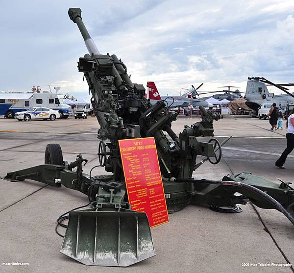 M777_ultra_Light_weight_towed_field_artilery_gun_howitzer_United_States_US-Army_011