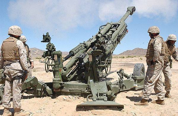 800px-M777_howitzer_rear