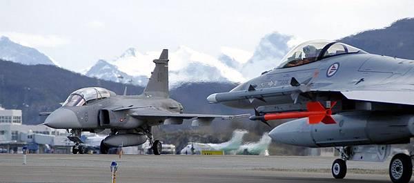 Gripen_es_F-16