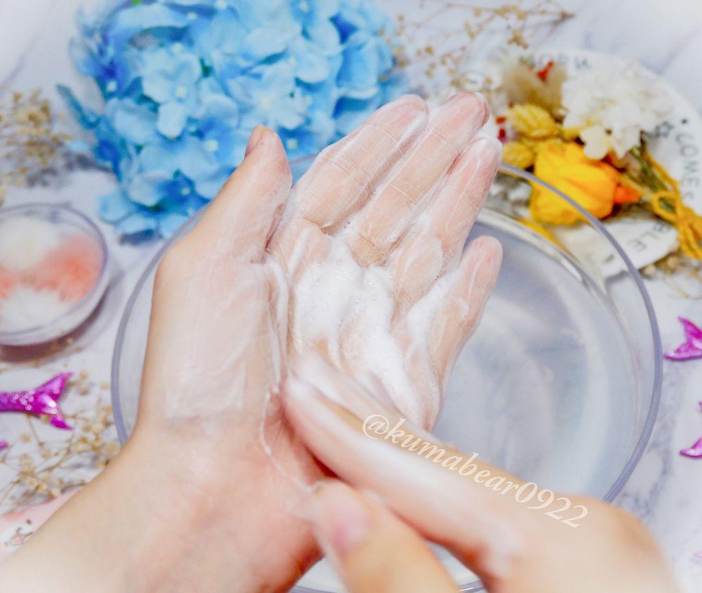 擁有奶昔觸感泡沫的 Zi Ying 胺基酸保濕潔淨霜