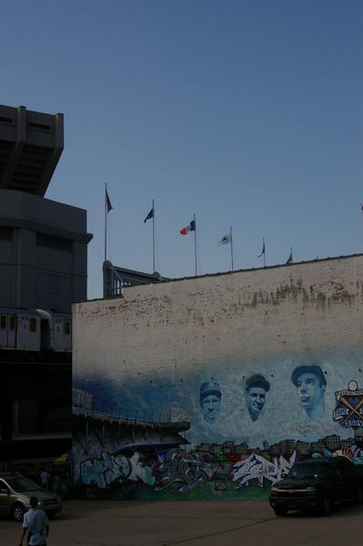 附近停車場的壁畫