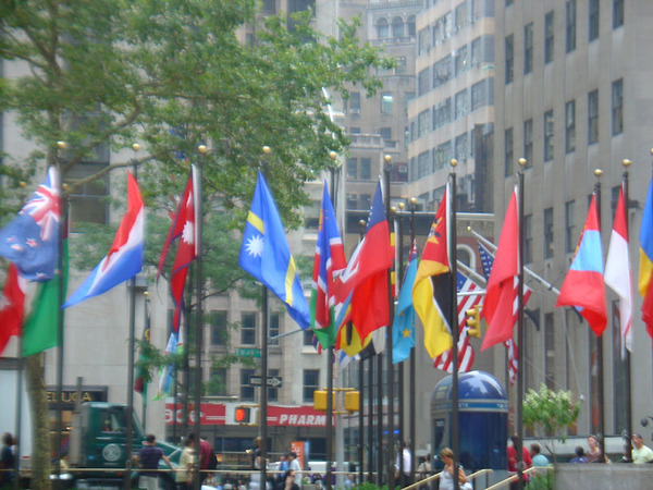 洛克..略 廣場的國旗海