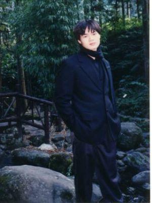 未滿十八歲的士弘,呵。