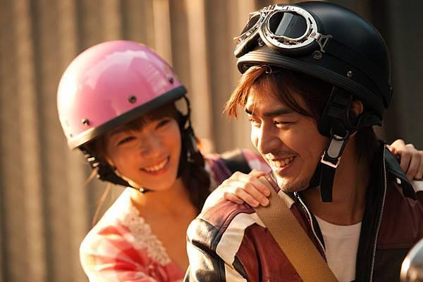 女主角靜芬是陳庭萱飾演的喔!! 真的很細緻美~~期待阿!