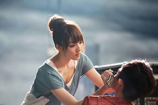 女主角靜芬是陳庭萱飾演的喔!!