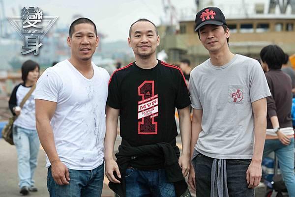 林智文(左),黃立行(右)力挺黃立成,在變身客串演出