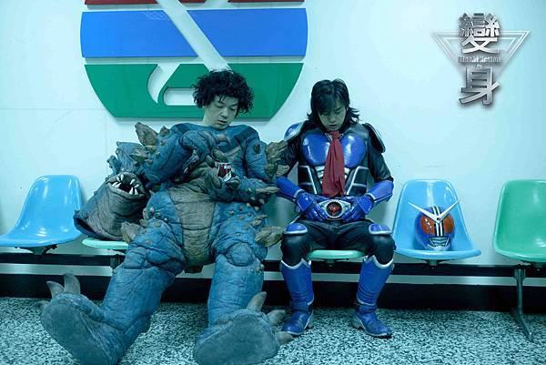 變身-全聯先生邱彥翔飾演怪獸演員 和陳柏霖是換帖兄弟 (3)