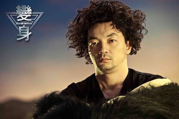 變身-邱彥翔飾演怪獸演員 經常要穿笨重的怪獸裝 (3)