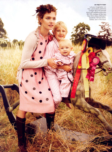 natalia-vodianova-her-family-by-mario-testino-for-vogue-us-10.jpg