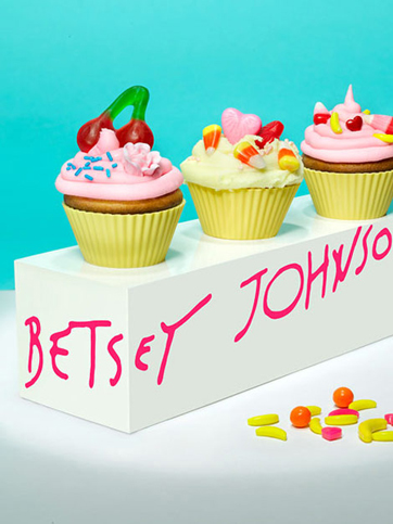 betsey-johnson-cupcakes.jpg