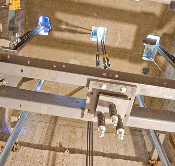 懸吊式電梯內部照片