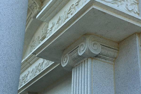 愛奧尼克柱式有明顯的渦旋裝飾