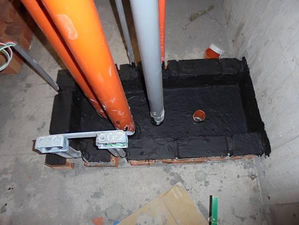 104-08-19  2F-4F浴室管道間防水材施作及保護層施作S