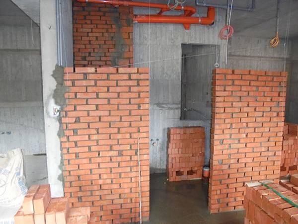 104-08-20 2F浴室隔間下半部砌磚S