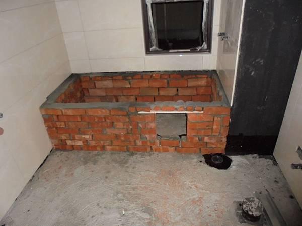 09/24 2F浴缸砌磚