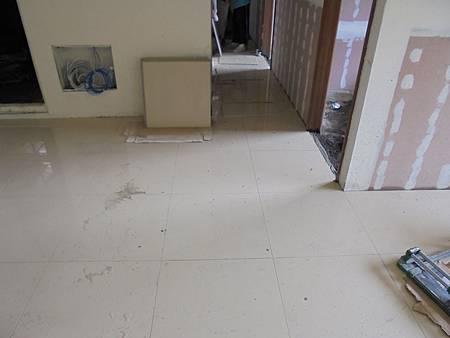 10/02 2A6室內地磚黏貼