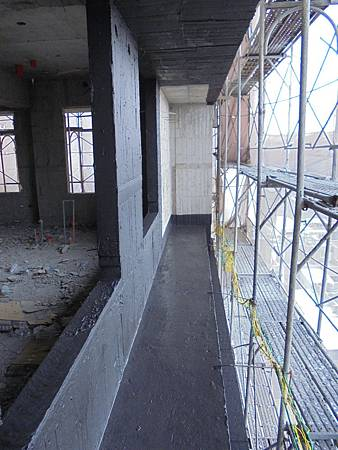 10/15 11F外牆窗框.樓層接縫防水施作