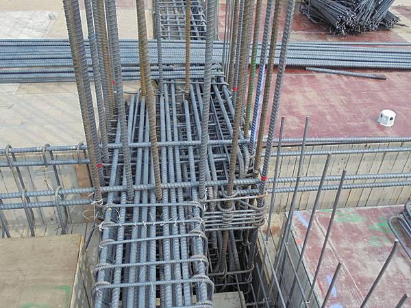 10-17 13F頂樑.柱接頭組立