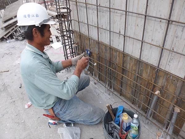 10-23 14F柱牆水電配管
