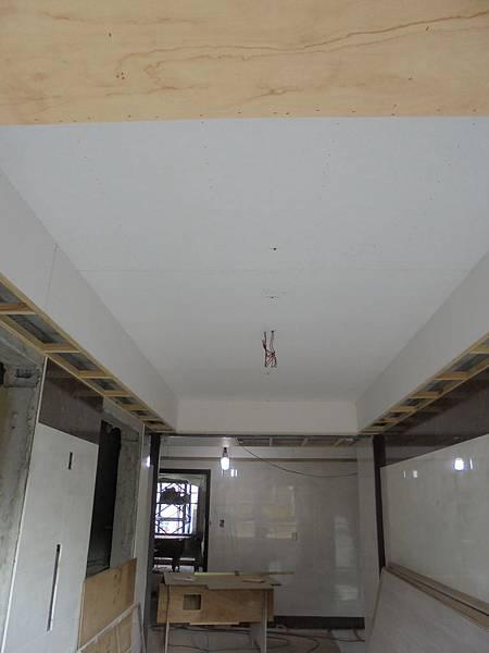 10-24 .2F電梯口天花板裝釘