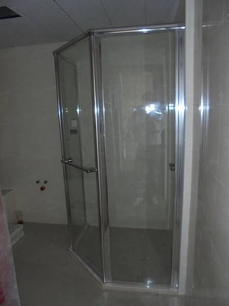 11-06 3F2A主臥淋浴間安裝.jpg