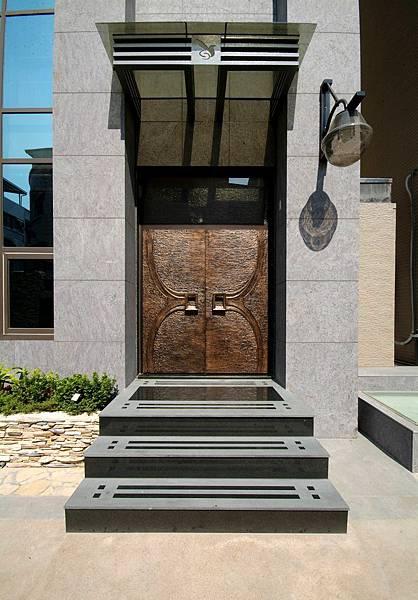 量身打造,精緻門窗,居住安全