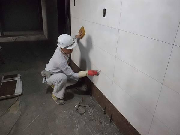 12-04 5F梯廳貼磚