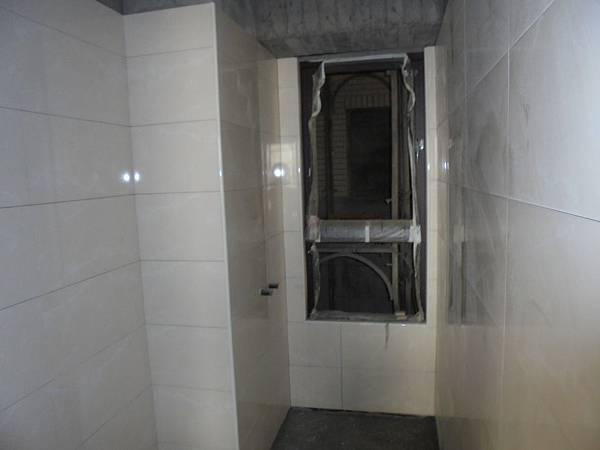 12-04 .5F浴室貼壁磚