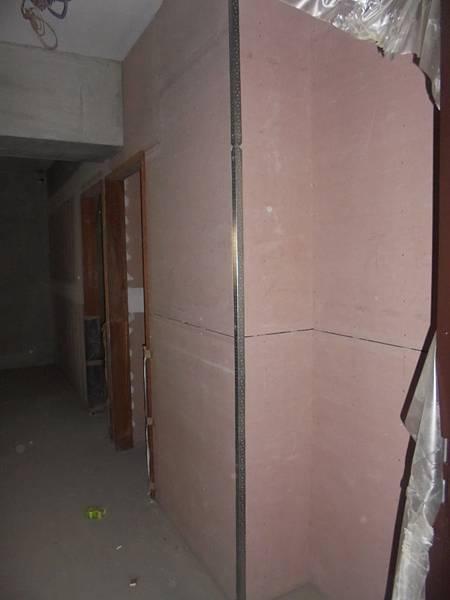 12-04 4F牆面護角裝釘
