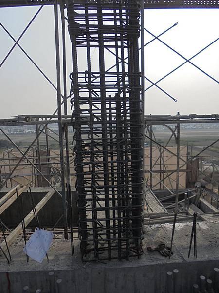 12-08 R2F柱鋼筋綁紮
