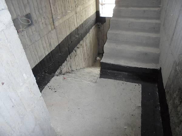 12-09 13F樓層接縫防水施作