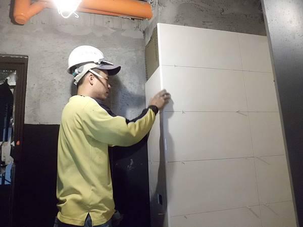 12-23 9F浴室貼壁磚.JPG