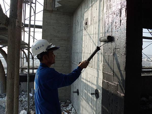 12-30 R1外牆防水施作.JPG