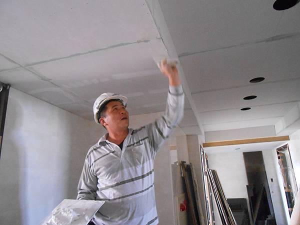 02-29 12F梯廳天花板批土