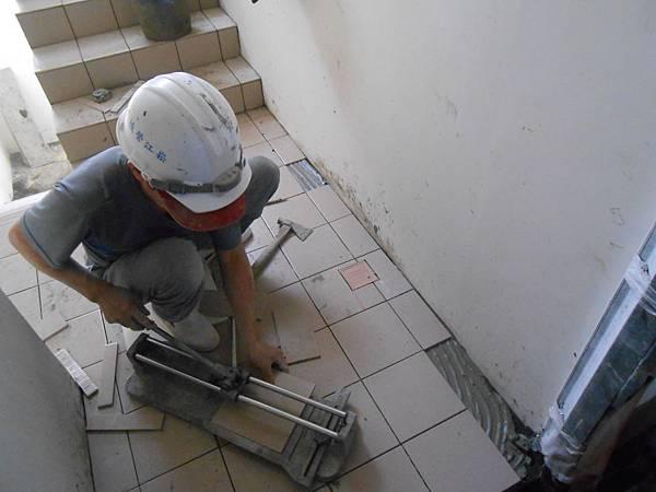 02-29 15F樓梯地磚施作