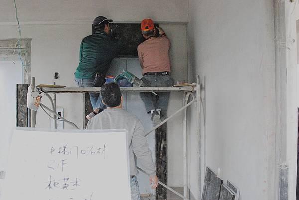 02-28 R1F電梯口石材施作