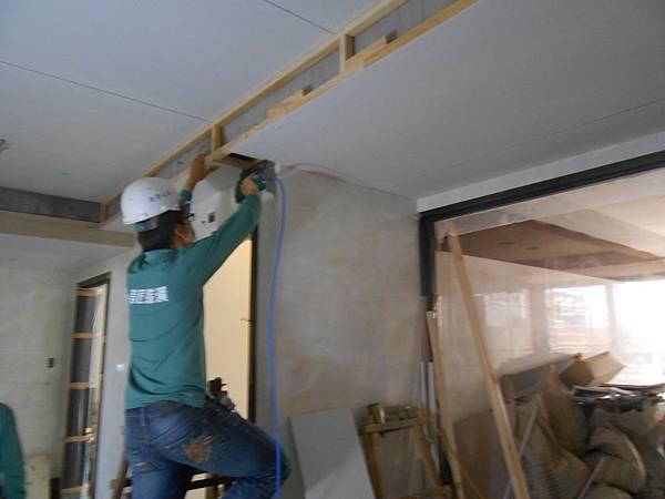 03-08 11F梯廳天花板裝訂