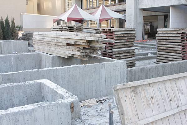 04/08 1F中庭模板拆除