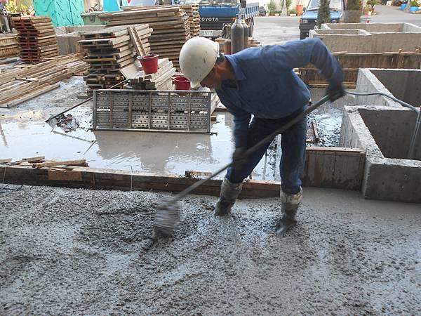 04/07 1F中庭混凝土灌漿