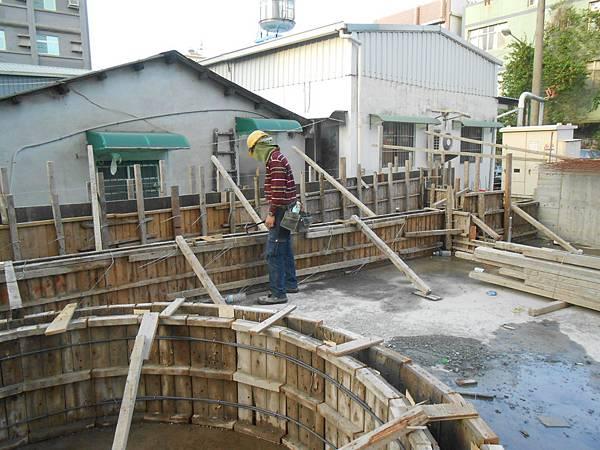 04/07 1F中庭花台模板組立